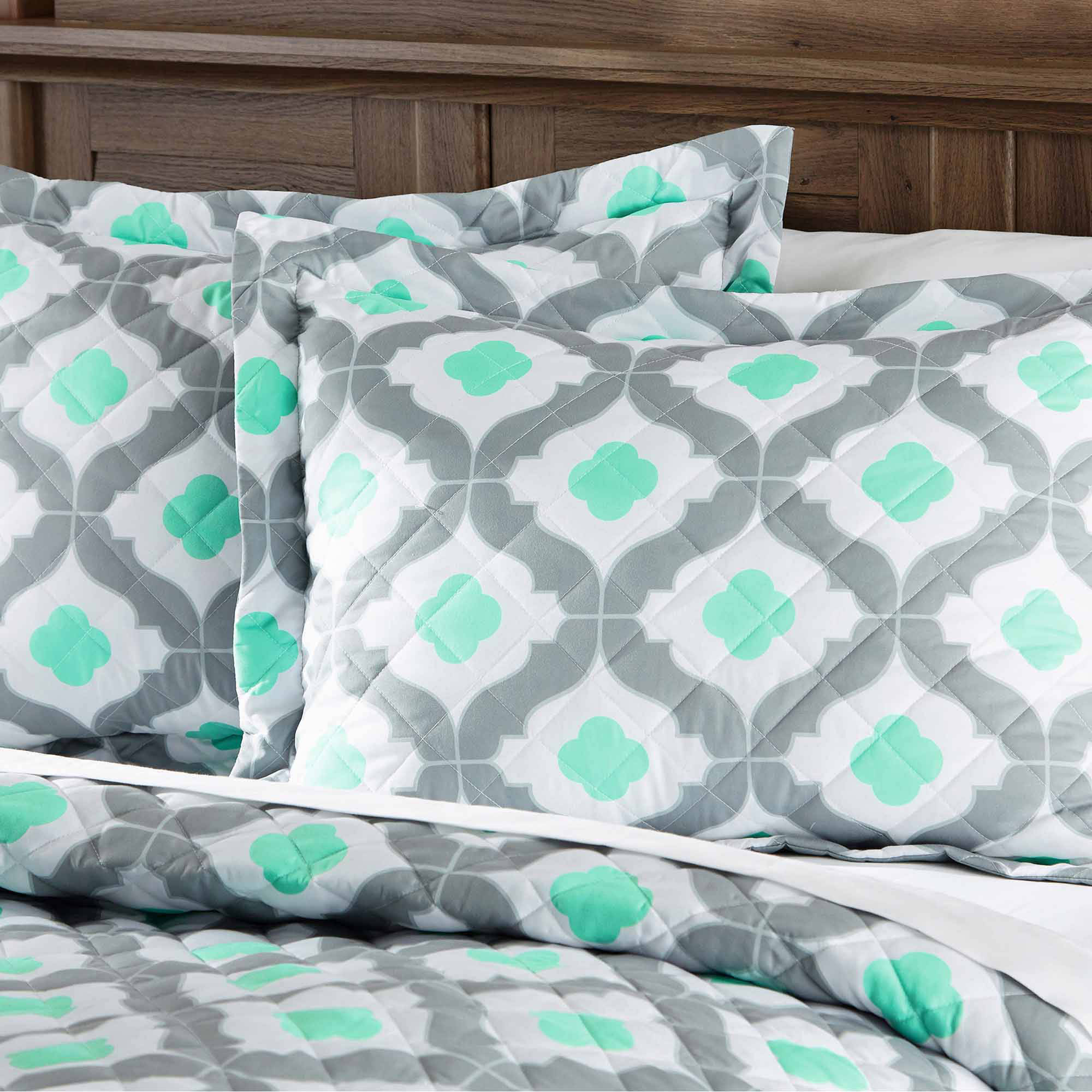Mainstays Mint Ogee Quilt by Keeco, LLC