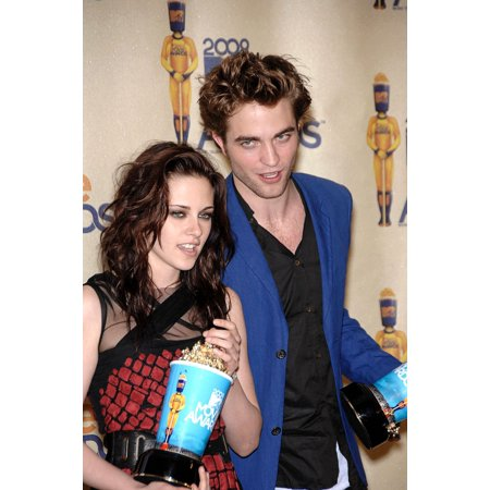 Kristen Stewart Robert Pattinson At Arrivals For 2009 Mtv Movie Awards - Press Room Gibson Amphitheatre At Universal CityWalk Los Angeles Ca May 31 2009 Photo By Michael GermanaEverett Collection Cele