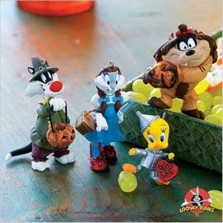 QFO6379 Trick or Treating in Oz Looney Tunes 2007 Hallmark Halloween Ornaments 4 Peice Set](Trick Or Treating After Halloween)