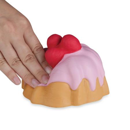 Soft'n Slo Squishies Raspberry Bundt Cake (Soft N Slo Squishies Toys R Us)