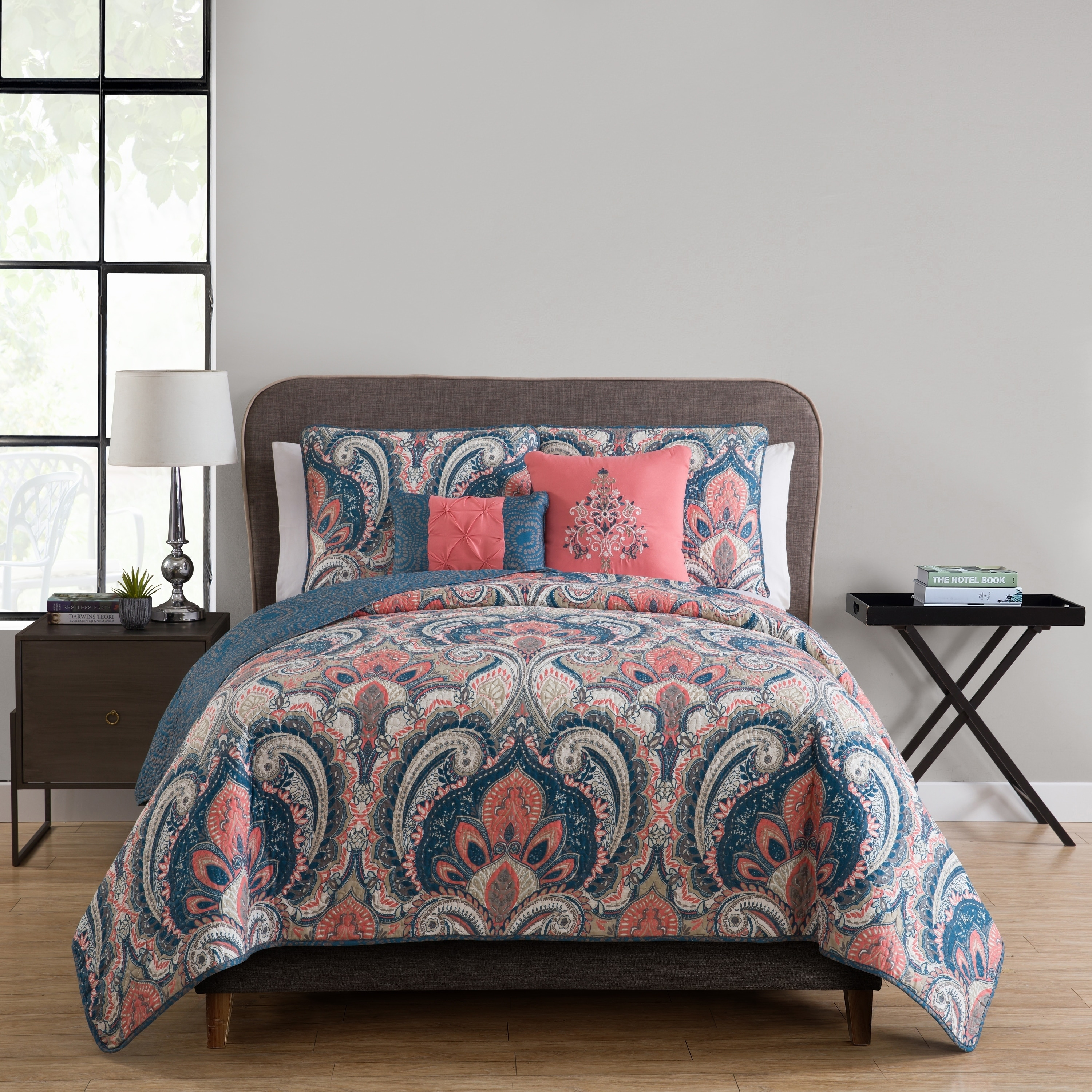 VCNY Home Casa Re`al 4/5 Piece Quilt Bedding Set, Sham(s), 2 Decorative pillows