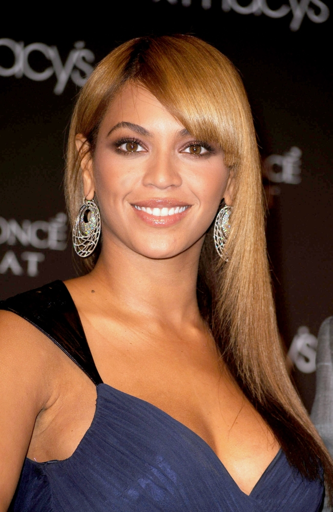Beyonce Knowles At In-Store Appearance For Beyonce Launches Heat Fragrance By Coty...