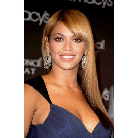 Beyonce Knowles At In-Store Appearance For Beyonce Launches Heat Fragrance By Coty Rolled Canvas Art - (8 x 10)