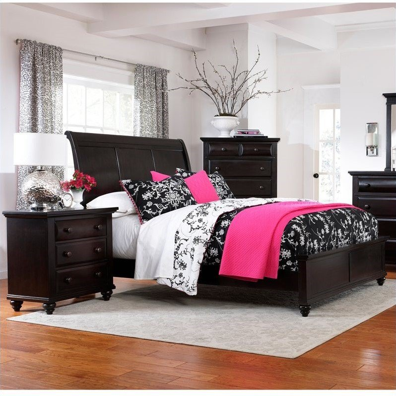 Broyhill Farnsworth Sleigh Bed 2 Piece Bedroom Set in Inky Black Stain