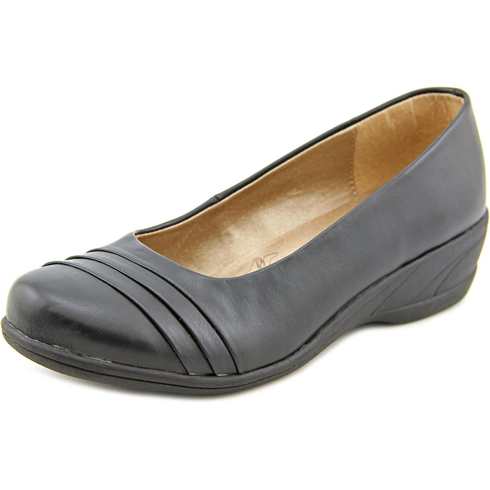 Soft Style by Hush Puppies Easy To Pleats  W Round Toe Leather  Loafer
