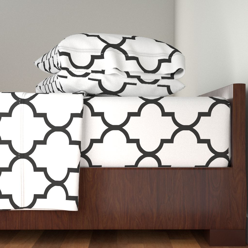 Quatrefoil Ogee Black And White Classy 100% Cotton Sateen Sheet Set by Roostery