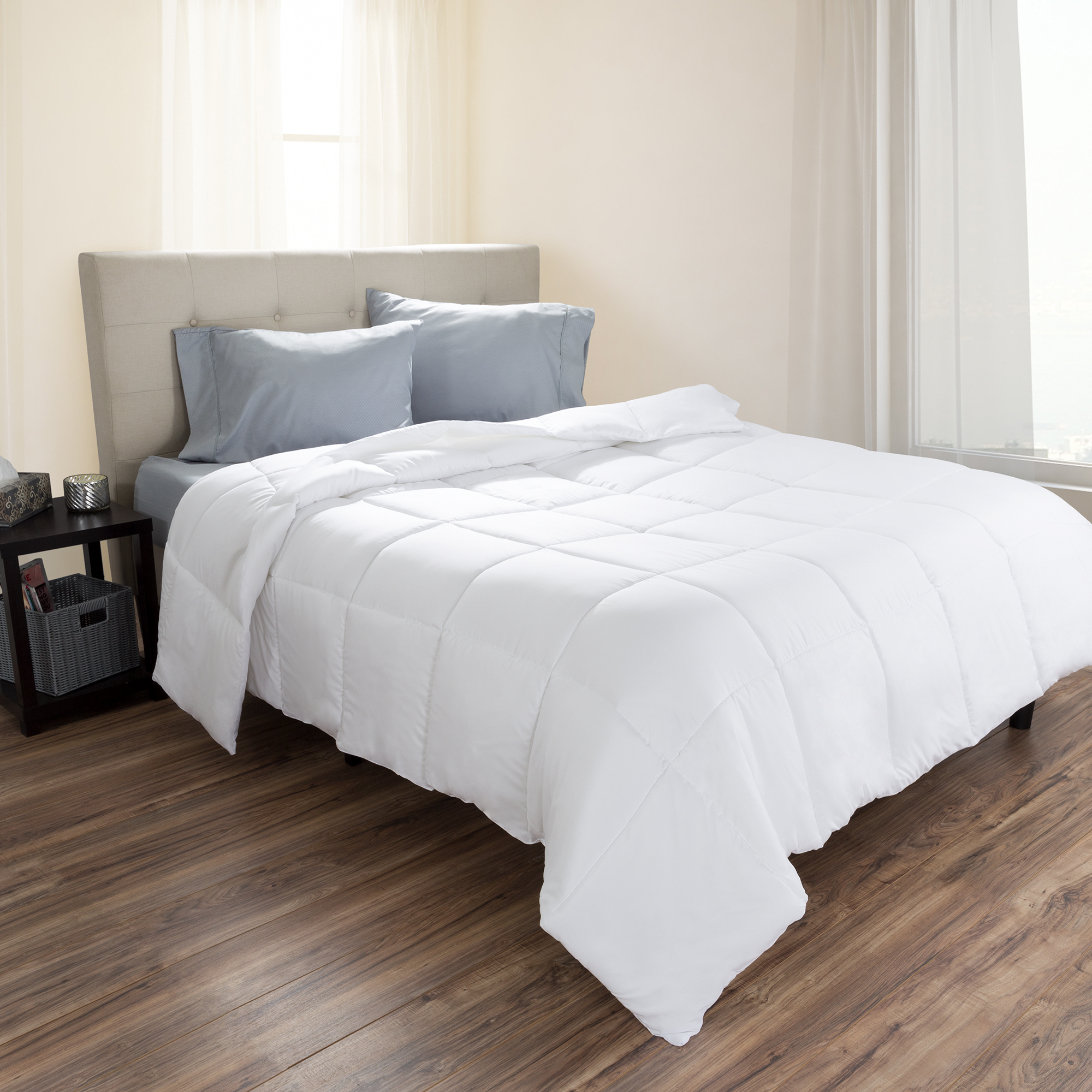 White Goose Down Alternative Comforter, Hypo-Allergenic, Quilted Box Stitched, All Season Bed Comforter by Somerset Home