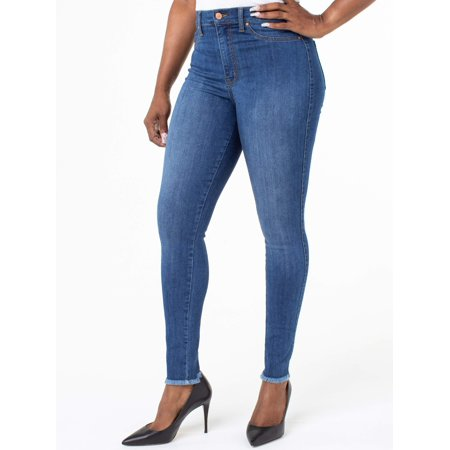 Juniors' Ultra High Rise Curvy Fit Jeans w/ Fray Hem