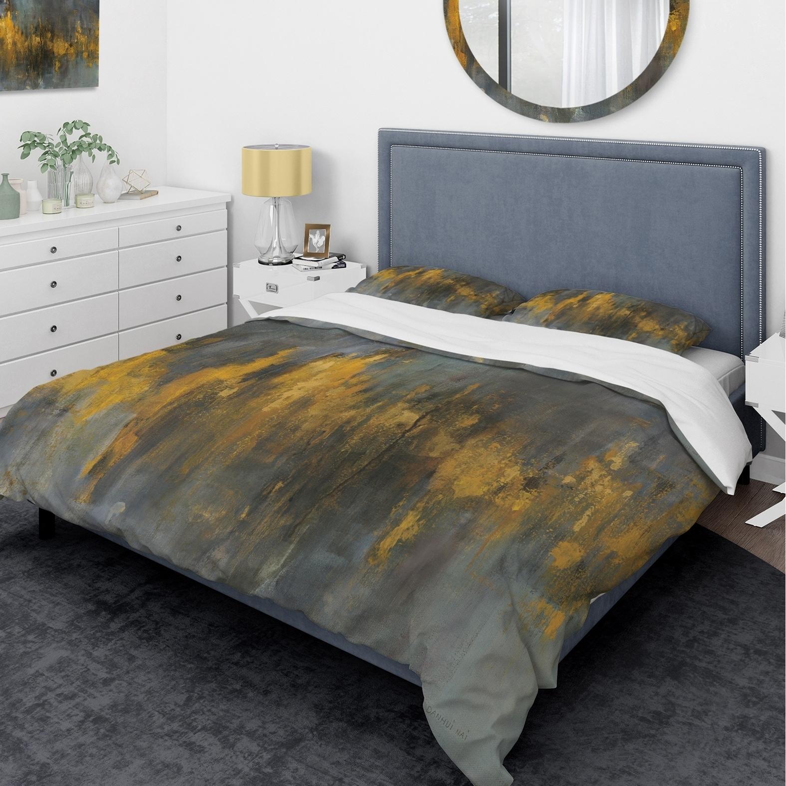 DESIGN ART Designart 'Black and Gold Glam Abstract' Glam Bedding Set - Duvet Cover & Shams
