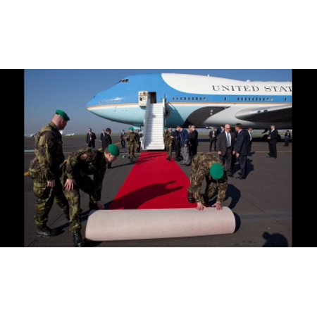 acheter populaire a3280 9514c LAMINATED POSTER Deploying of red carpet from Air Force One. Poster Print  24 x 36