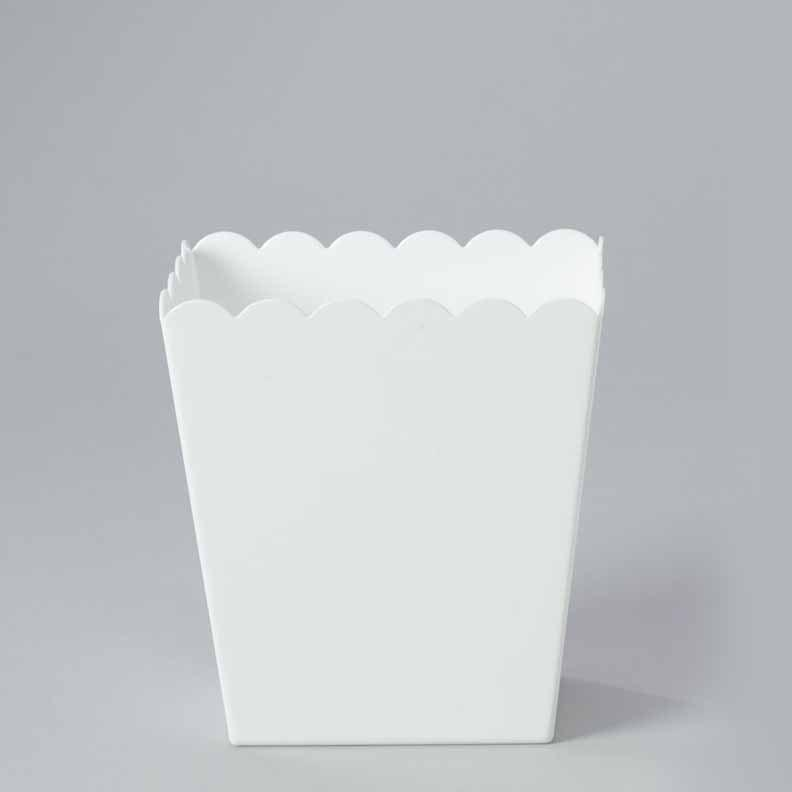 Plastic Large Scalloped Container, 6-Inch, White