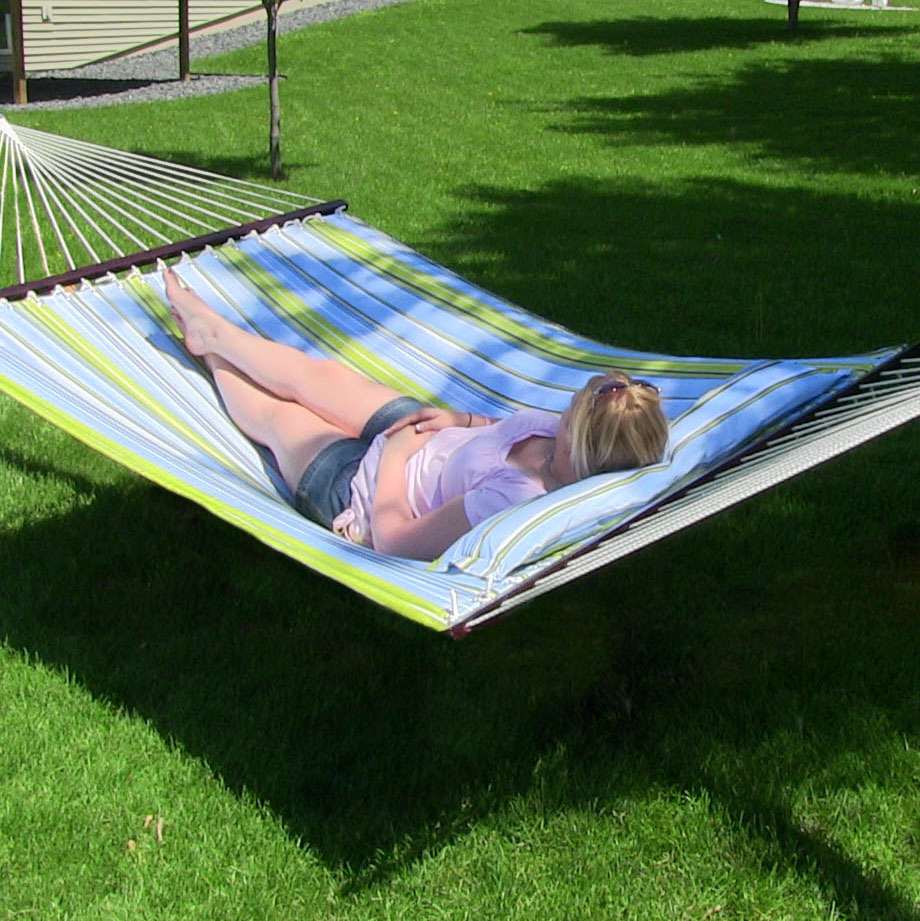 Sunnydaze Two Person Hammock Quilted Fabric with Spreader Bars, 450 Pound Capacity, Blue and Green