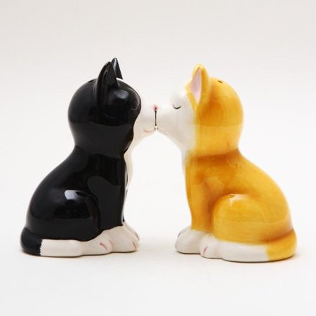 Cute Kitten Cat Figurines Ceramic Salt & Pepper Shakers.magnetic Attached! Cute Fast Shipping Cute Salt And Pepper Shakers