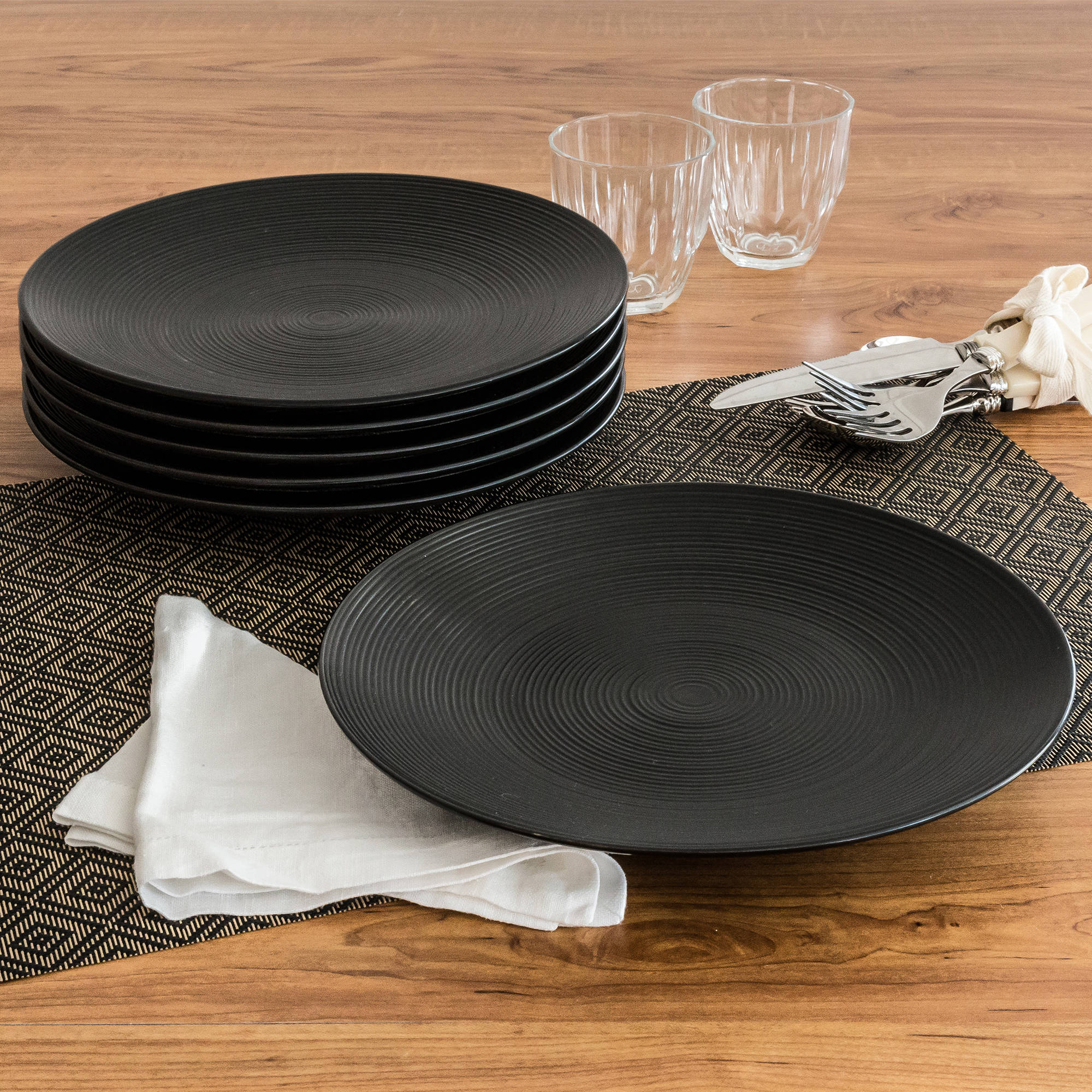 Better Homes and Gardens Matte Swirl Dinner Plates Black Set of 6 - Walmart.com : matte black dinnerware - pezcame.com