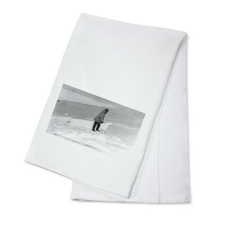 - Kotzebue, Alaska - Eskimo Cutting Igloo Snow Blocks Photo (100% Cotton Kitchen Towel)