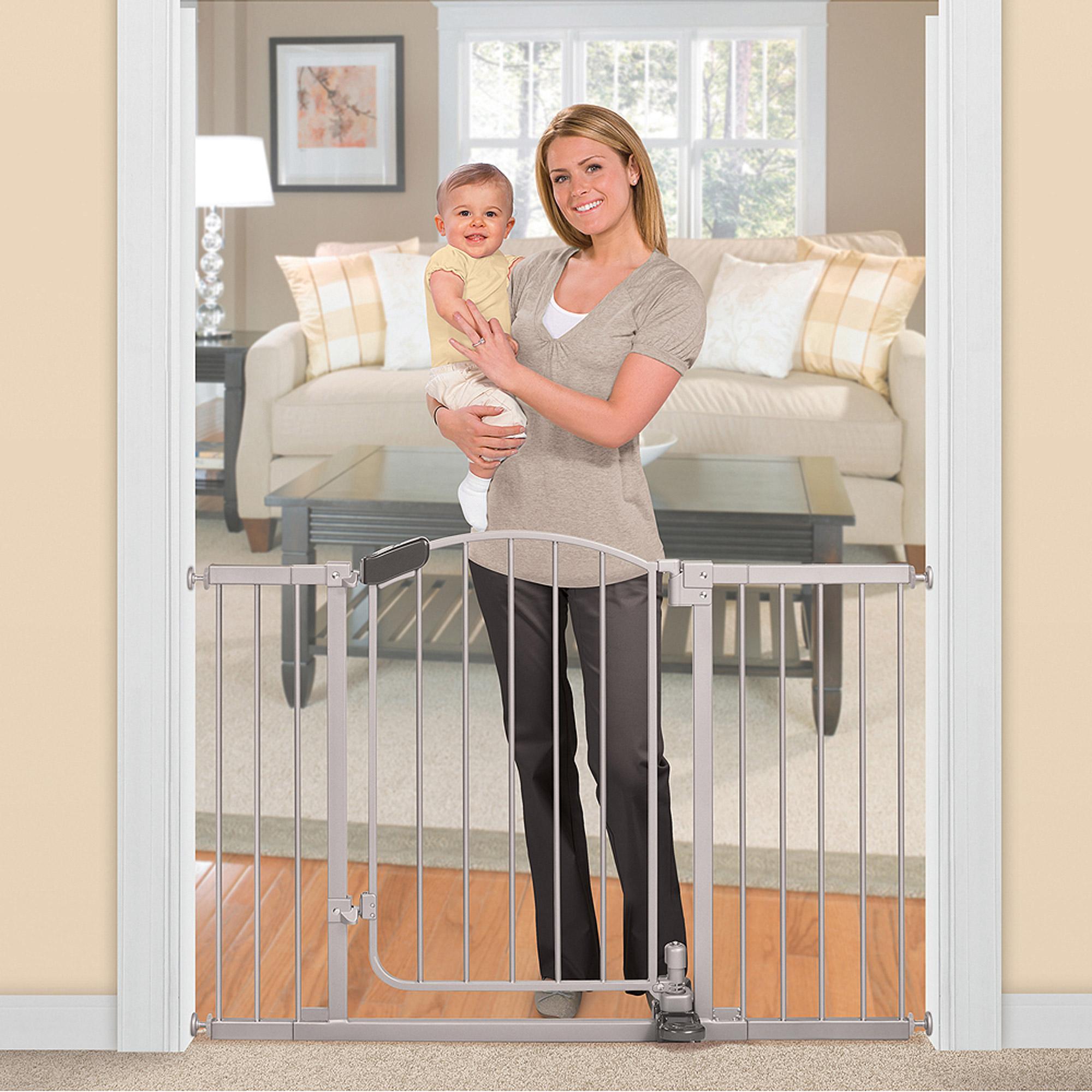 Summer Infant Metal Baby Gate 30 45 With Walk Through Door