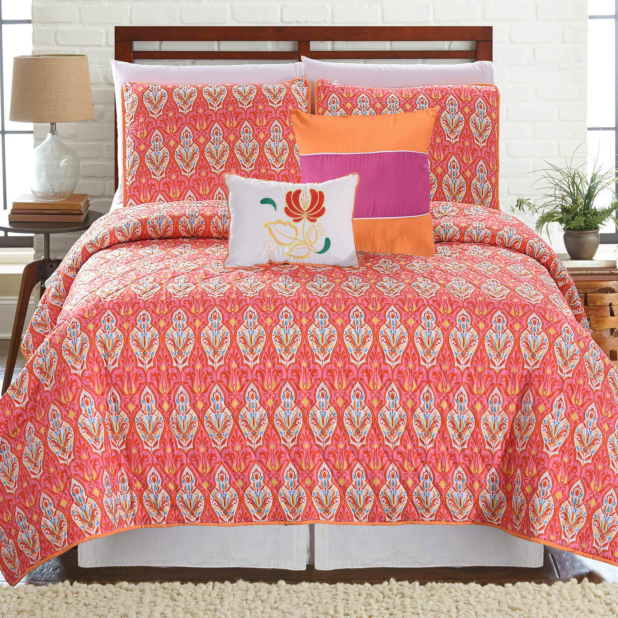 Click here to buy 5 Piece Printed Reversible Quilt Set Vendome by Amrapur Overseas, Inc..
