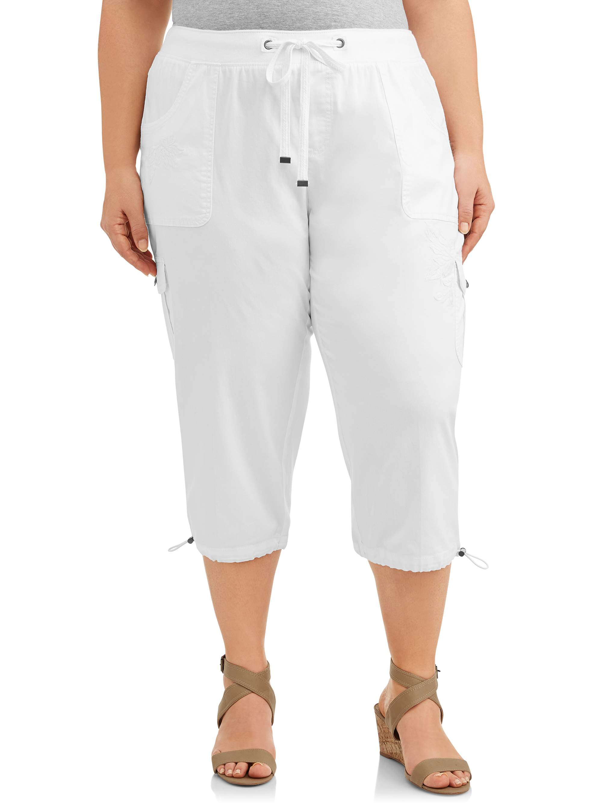 Women's Plus Size Embroidered Cargo Capri