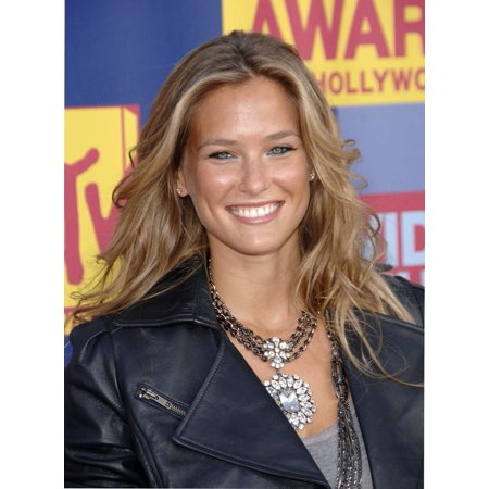 Bar Refaeli At Arrivals For Mtv Video Music Awards - Vma Arrivals Paramount Studios Los Angeles Ca September 07 2008 Photo By Michael GermanaEverett Collection Photo Print