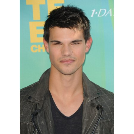 Taylor Lautner At Arrivals For 2011 Teen Choice Awards - Arrivals Gibson Amphitheatre Los Angeles Ca August 7 2011 Photo By Dee CerconeEverett Collection Celebrity
