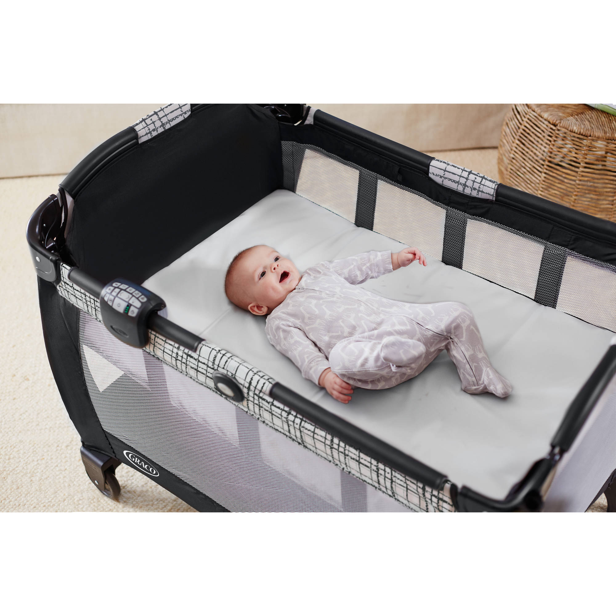 Graco Pack N Play Newborn Napper With Soothe Surround Technology Bassinet Teigen Com