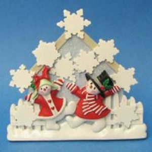 SNOWMAN FAMILY WITH 9 SNOWFLAKES TABLE PIECE