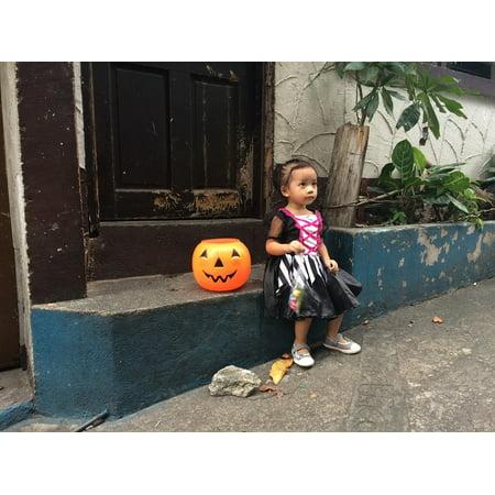 LAMINATED POSTER Girl Halloween Curious Pumpkin Little Girl Cute Poster Print 24 x 36](Cute Halloween Home Decor)
