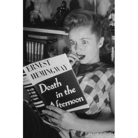 Debbie Reynolds reacting to reading novel b/w shot 24x36 Poster (Debbie Reynolds Halloween)
