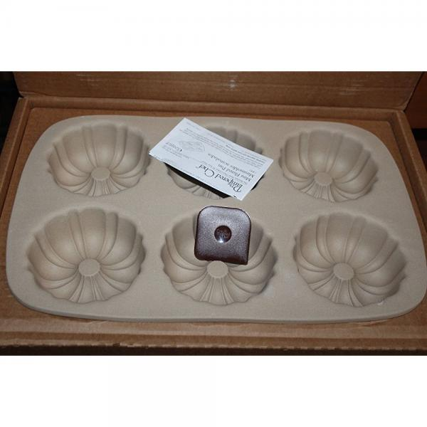 Pampered Chef Family Heritage Stoneware Mini Fluted Pan