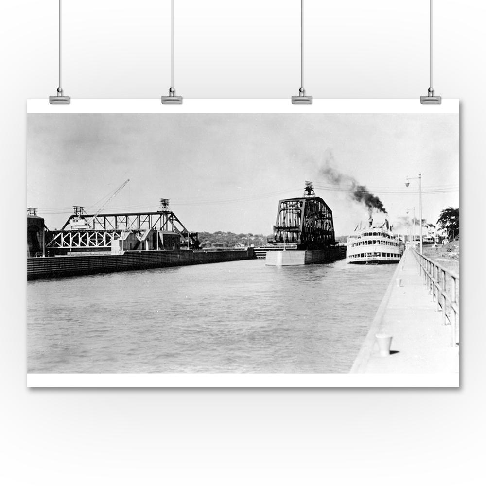 Lantern Press J S Deluxe Steamer in Locks Photograph (36x...