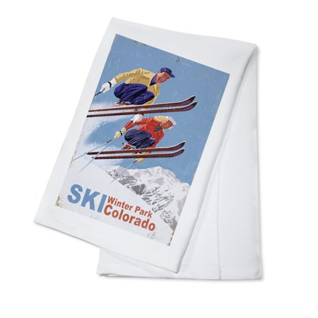 Winter Park, Colorado - Vintage Skiers - Lantern Press Artwork (100% Cotton Kitchen Towel)