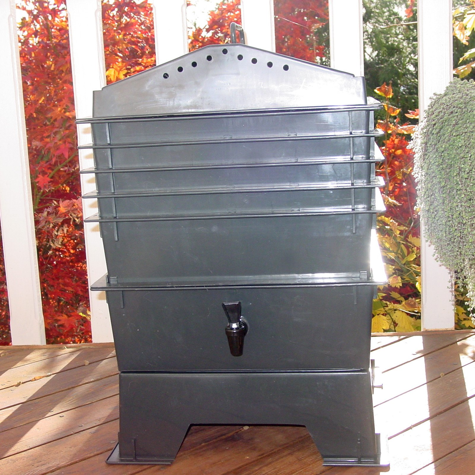 VermiHut 5-Tray Recycled Plastic Worm Composter - Black
