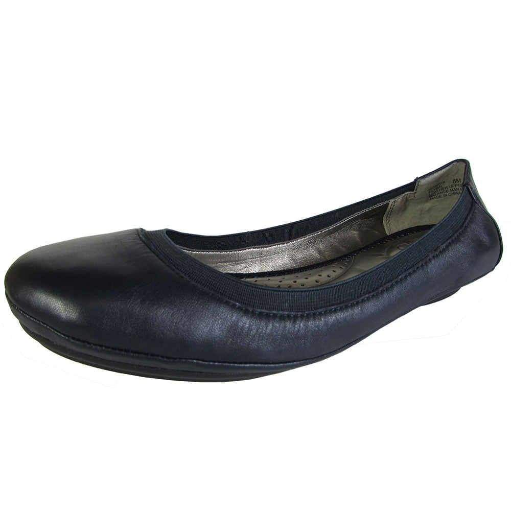 Me Too Womens Flynn Leather Ballet Flat Shoe by Me Too