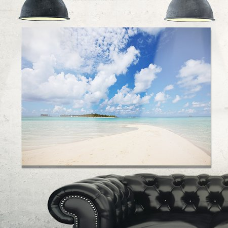 DESIGN ART Serene Maldives Beach under Clouds - Extra Large Seascape Glossy Metal Wall Art ()