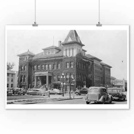 Oregon City Hall (Eugene, Oregon Scene with City Hall Photograph (9x12 Art Print, Wall Decor Travel Poster) )