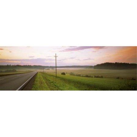 Route d'images panoramiques PPI137135L Pays passant par une copie d'affiche de champ Finlande par images panoramiques - 36 x 12 - image 1 de 1