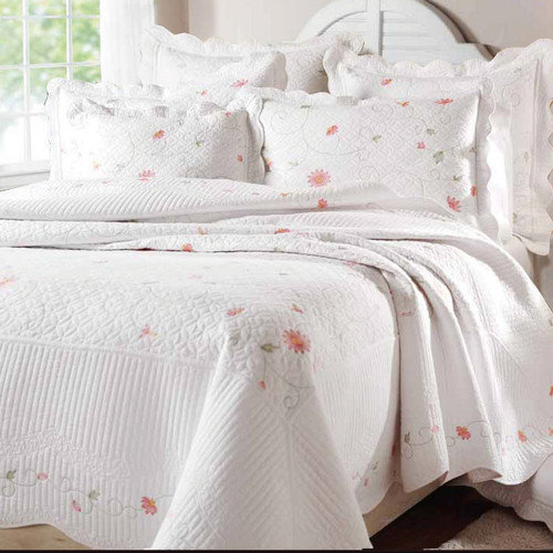 Textiles Plus Inc. Petals Quilt Set