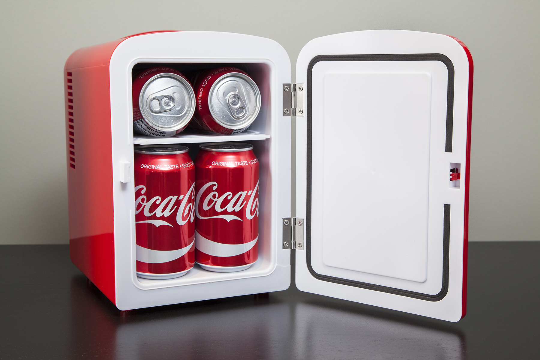 Coca-Cola compact 6-can portable fridge/mini electric cooler, 110 ...