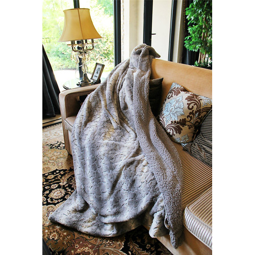 Tache Home Fashion Snow Giraffe Faux Fur Throw Blanket