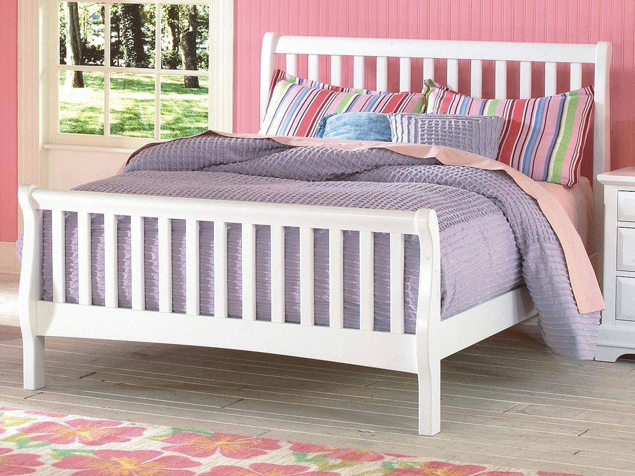 Beatrice Youth Full Sleigh Bed in White Finish by