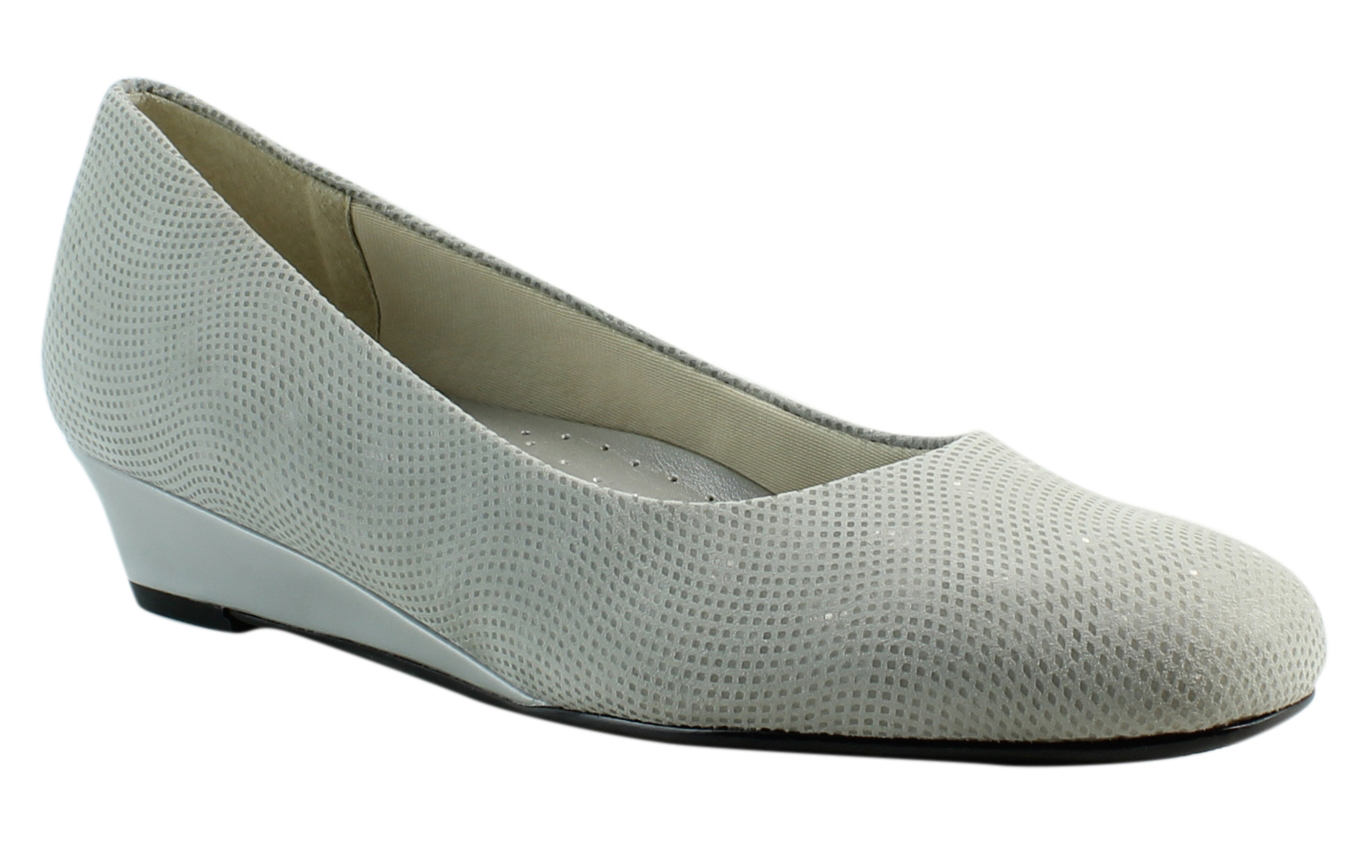 New Trotters Womens Lauren LightGreySuede Pumps Size 9.5 (A, N) by Trotters