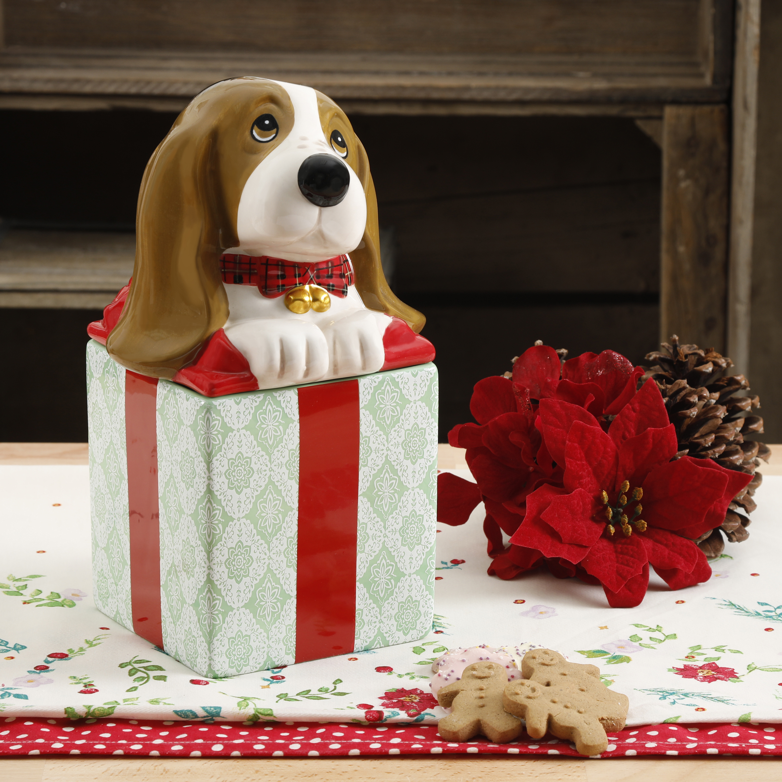 Click here to buy The Pioneer Woman Holiday Charlie Cookie Jar by Gibson Overseas Inc..