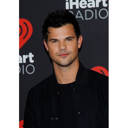Taylor Lautner At Arrivals For 2016 Iheartradio Music Festival Sat