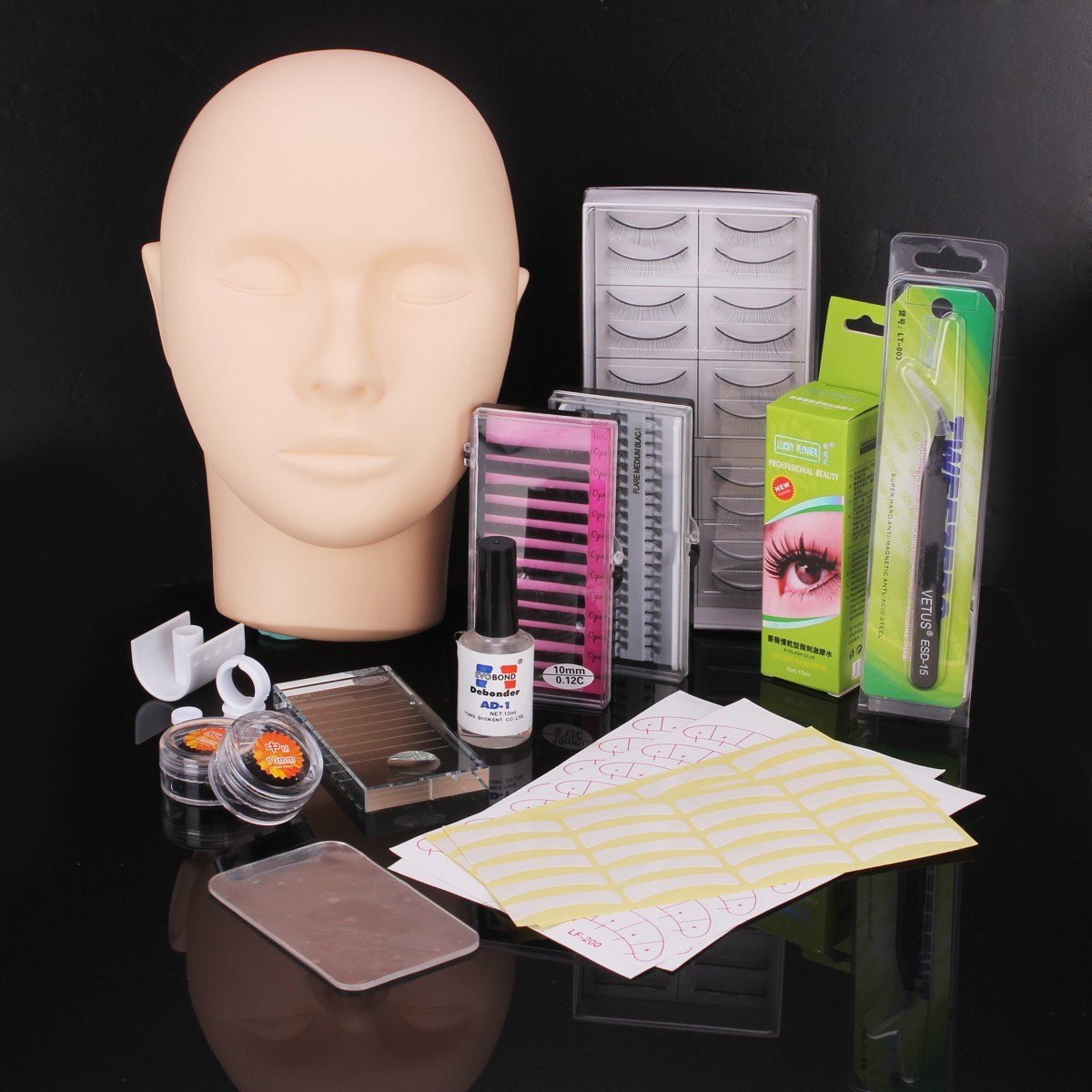 Mannequin Training Women Make Up False Eyelashes Extensio...
