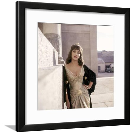 Salomon and la Reine by Saba SOLOMON AND SHEBA by King Vidor with Gina Lollobrigida, 1959 (photo) Framed Print Wall Art