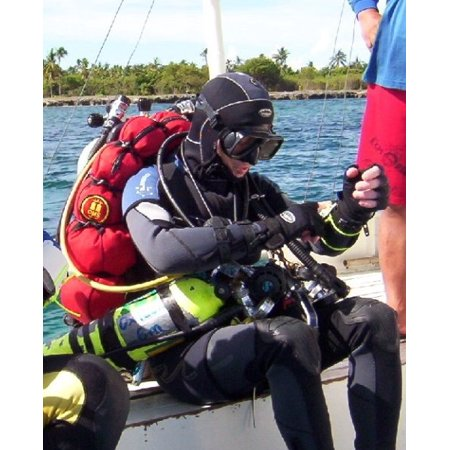 Decompression Dive Table - LAMINATED POSTER Modification showing only one diver -Technical diver preparing for a mixed-gas decompression dive in Poster Print 24 x 36