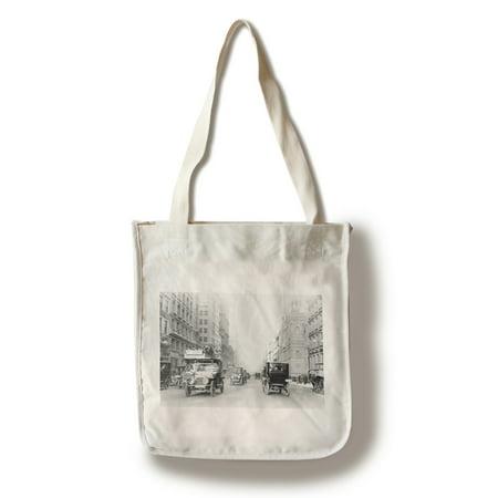 5th Avenue Street Scene in New York City Photograph (100% Cotton Tote Bag - (New York City 5th Avenue Stores)