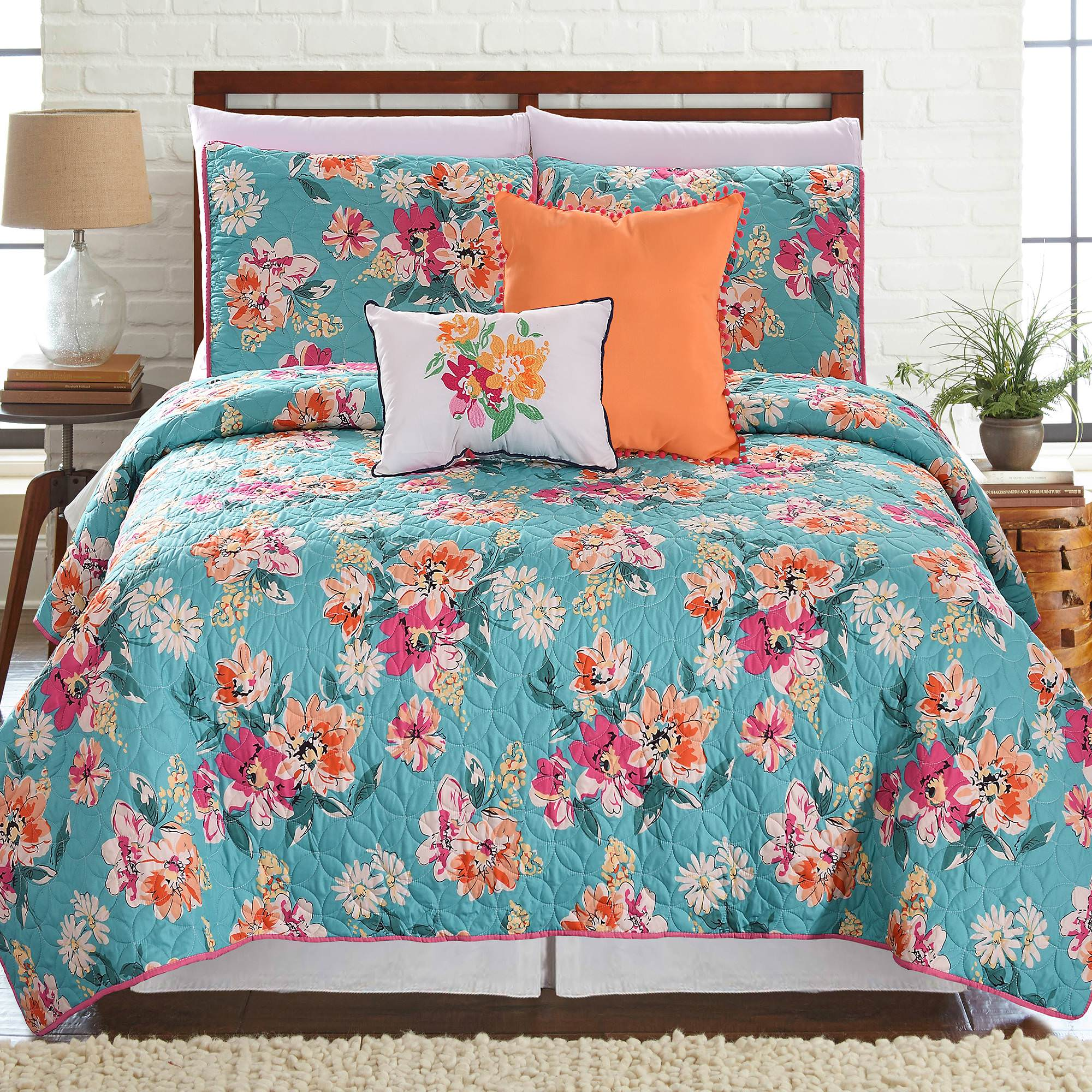 Click here to buy Laguna 5 Piece Printed Reversible Quilt Set by Amrapur Overseas, Inc..