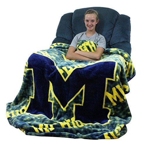 63 x 86 College Covers Nebraska Cornhuskers Super Soft Sherpa Blanket