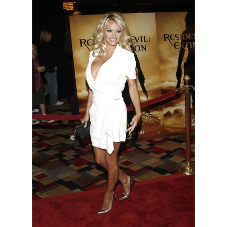 Pam Anderson At Arrivals For Resident Evil Extinction Premiere Planet Hollywood Resort And Casino Las Vegas Nv September 20 2007 Photo By James AtoaEverett Collection (Anderson Autographed Photograph)